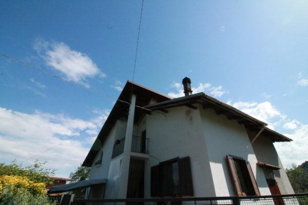 CURINO - Casa singola con giardino