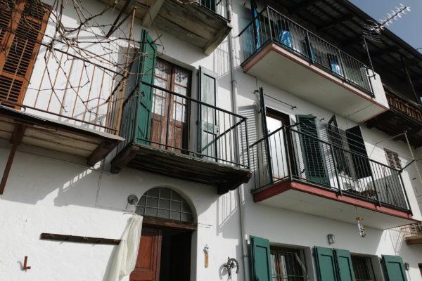 PETTINENGO Casa ristrutturata panoramica