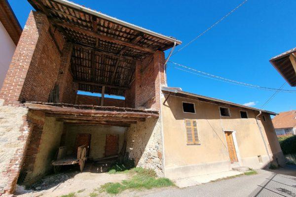 COSSATO - Casa singola con terreno