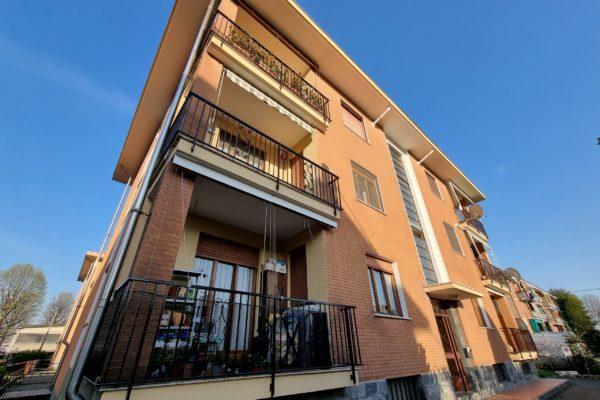 BIELLA - Alloggio ristrutturato con box, cantina e giardino condominiale