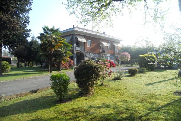 FONTANETO D'AGOGNA Villa con parco